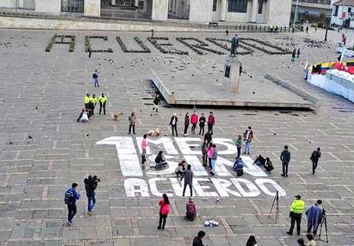 Jóvenes les recordaron al 'No' y al Gobierno que se cumplió '1 mes sinacuerdo'
